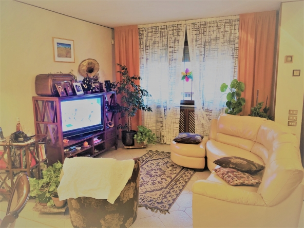 quinto-schiera-giardino-garage-taverna-camino (1)