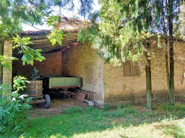 rustico-giardino-travi-camino-piscina-campagna (8)