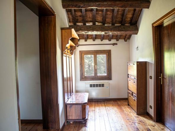 quinto-rustico-giardino-ristrutturare-caminetto-mansarda (7)