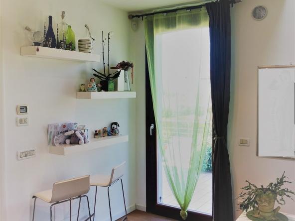Appartamento-indipendente-camino-terrazzo-giardino-centro-servizi (10)