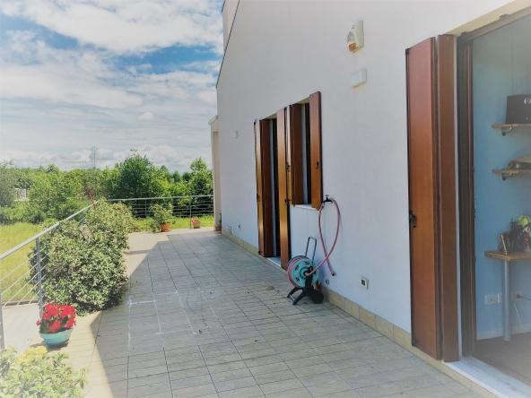 Appartamento-indipendente-camino-terrazzo-giardino-centro-servizi (4)