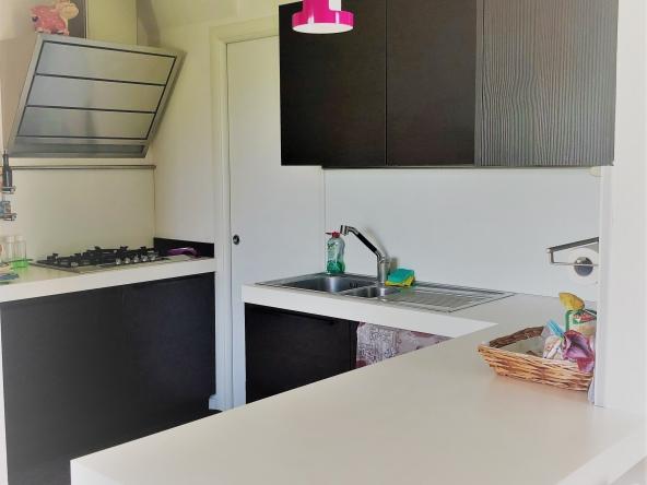 Appartamento-indipendente-camino-terrazzo-giardino-centro-servizi (9)