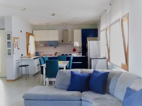 casa-singola-due-appartamenti-b&b-due-garage-giardito-camino (2) - Copia