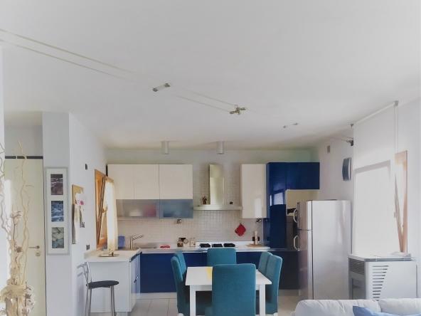 casa-singola-due-appartamenti-b&b-due-garage-giardito-camino (3) - Copia