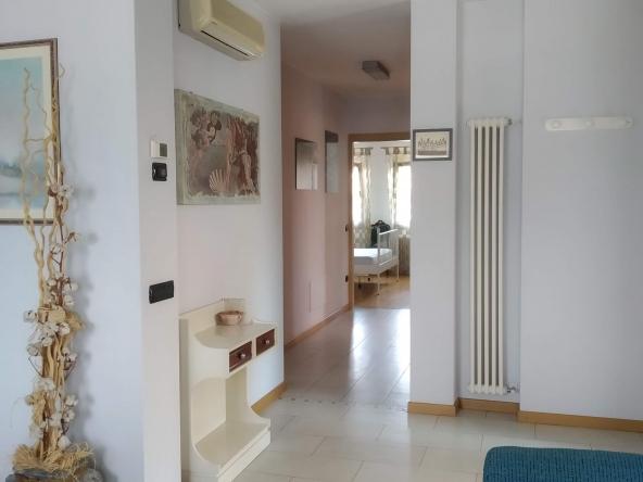 casa-singola-due-appartamenti-b&b-due-garage-giardito-camino (4)