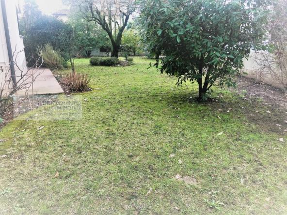 villa-giardino-duelivelli-trecamere-moderno-taverna-garage__14