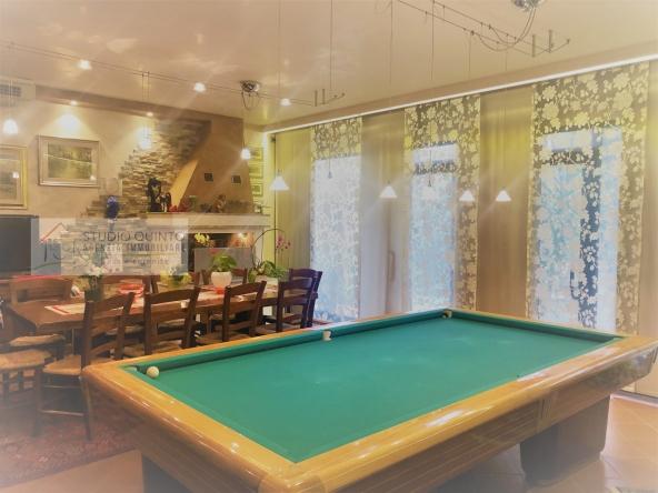 villa-giardino-duelivelli-trecamere-moderno-taverna-garage__2