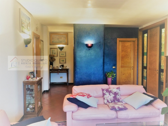 villa-giardino-duelivelli-trecamere-moderno-taverna-garage__7