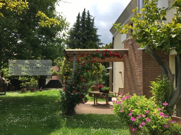 017__villa-bifamiliare-giardino-indipendente-moderna__17